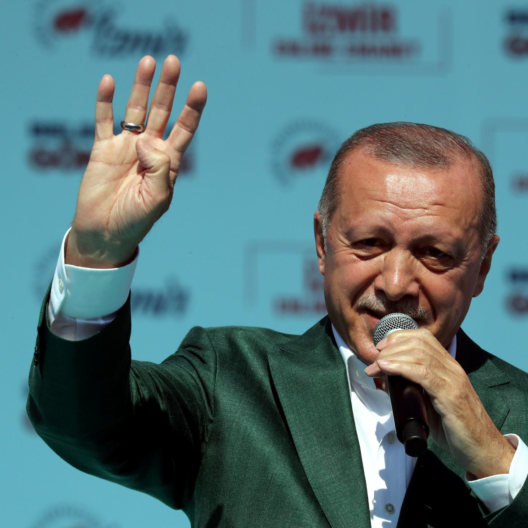 أردوغان يعرض فيديو المسجد الدامي.. وانتقادات لاذعة