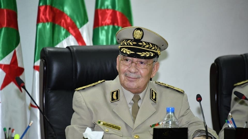 """الجزائر: قايد صالح يقول إن الشعب سيوجه عبر التصويت """"صفعة مدوية للمتطاولين"""" على البلاد"""