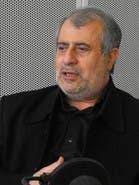 <p>حسن یوسفی اشکوری نویسنده، محقق، دین&zwnj;پژوه و روزنامه&zwnj;نگارِ&nbsp;ملی - مذهبی&nbsp;از نماینده اولین دوره&nbsp;مجلس شورای&nbsp;ایران ه پس از سخنرانی در&nbsp;کنفرانس برلین&nbsp;به همراه چند تن دیگر از سخنرانان ایرانی کنفرانس دستگیر و در&nbsp;دادگاه ویژه روحانیت&nbsp;تهران به اعدام و سپس به هفت سال حبس و در نهاست خلع لباس روحانیت شد</p>
