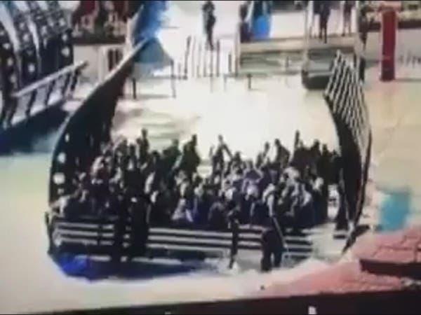 شاهد لحظات غرق عبارة الموصل وانقلابها فوق الركاب