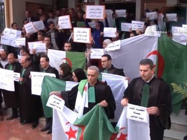 الجزائر.. هكذا رد قضاة عن عزل زميل رفض تعليمة عن الحراك