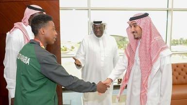 عبدالعزيز الفيصل يستقبل العداء السعودي علي الماس