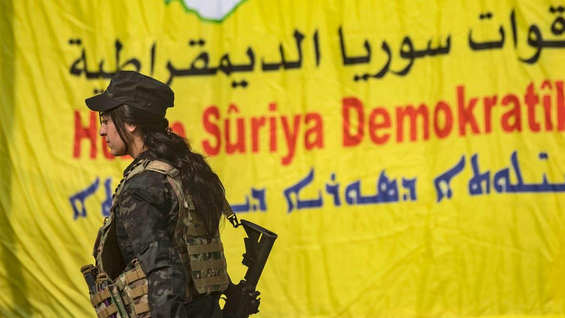 مقاتلة في صفوف قوات سوريا الديمقراطية
