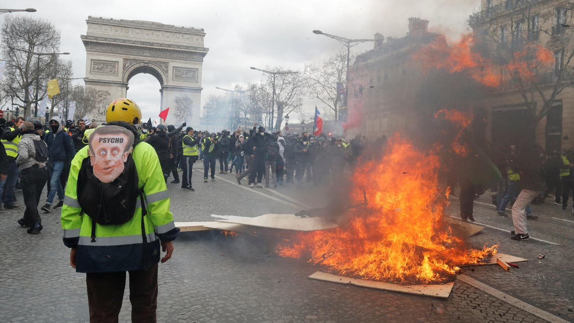 """Protesters clash with French riot police during a demonstration by the """"yellow vests"""" movement in Paris, France, March 16, 2019. REUTERS/Philippe Wojazer"""