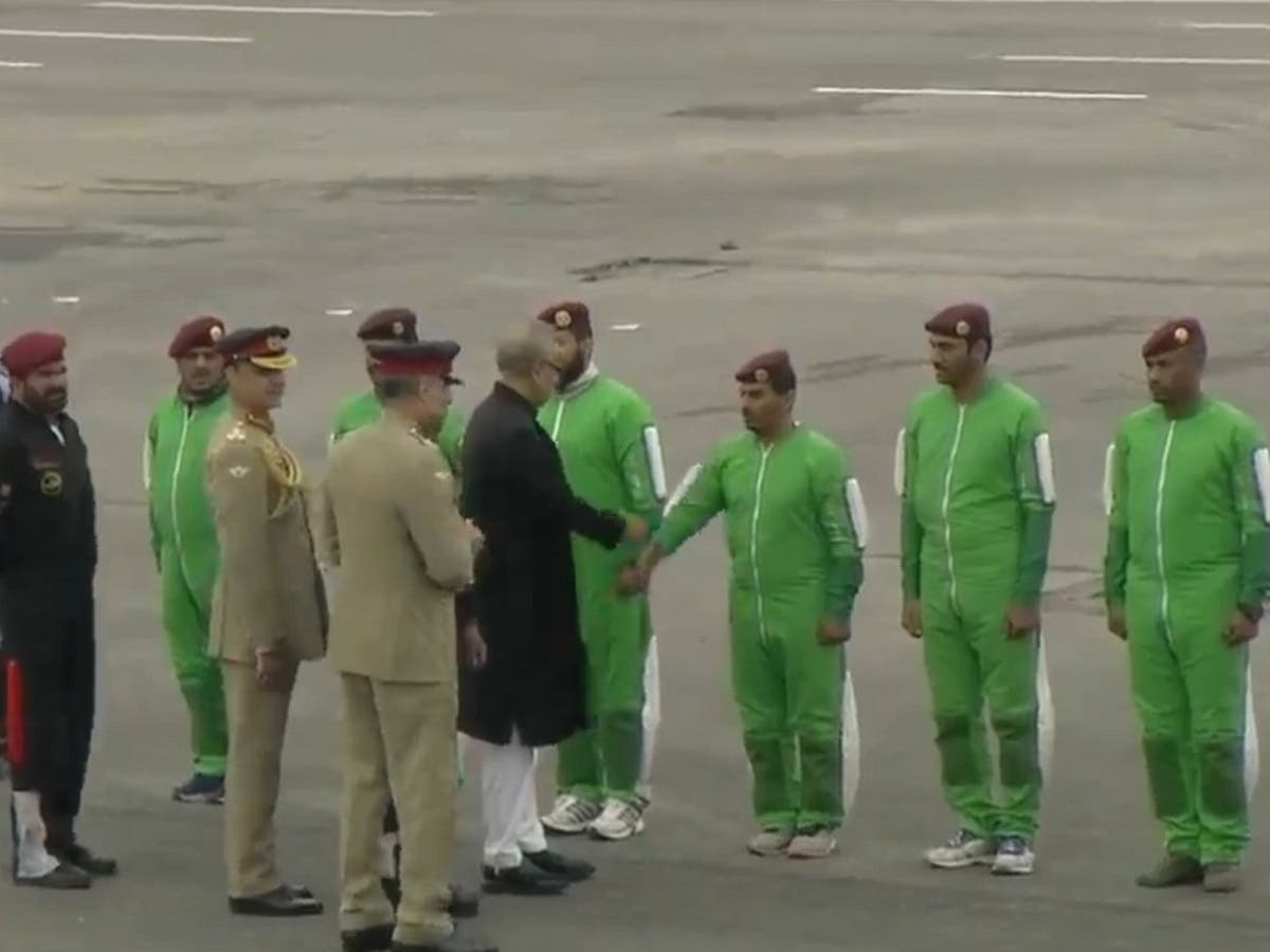 Royal Saudi Armed Forces welcomed by Pakistan President Arif Alvi. (File photo)