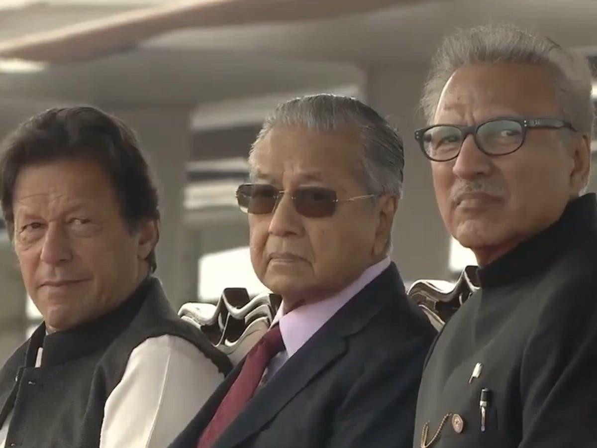Pakistan Prime Minister Imran Khan, Malaysian Prime Minister Mahathir Bin Mohamad and President Arif Alvi during the Pakistan Day parade. (File photo)
