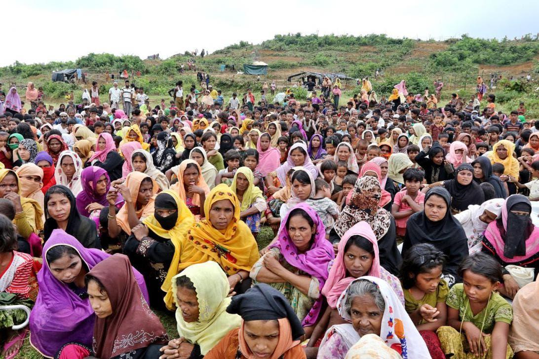 لاجئات من الروهينغا في مخيم داخل بنغلاديش