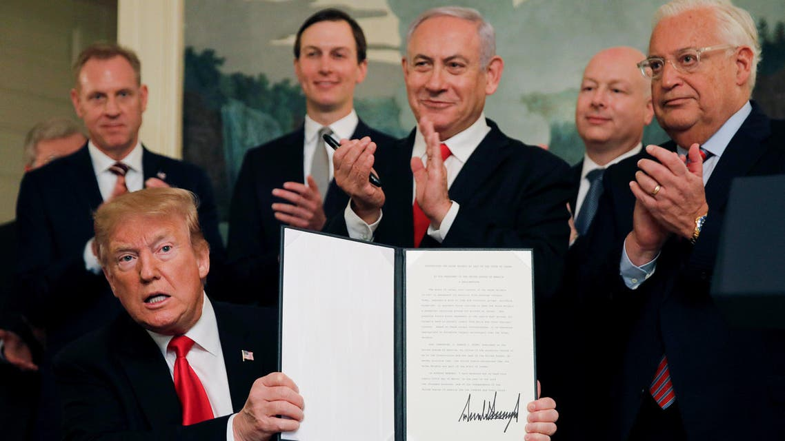U.S. President Donald Trump holds a proclamation recognizing Israel's sovereignty over the Golan Heights as he is applauded by Israel's Prime Minister Benjamin Netanyahu and others during a ceremony in the Diplomatic Reception Room at the White House in Washington, U.S., March 25, 2019. REUTERS/Carlos Barria