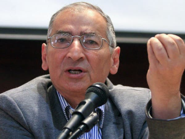 مفكر إيراني ينتقد انحراف الثورة وتدخلها بشؤون المنطقة