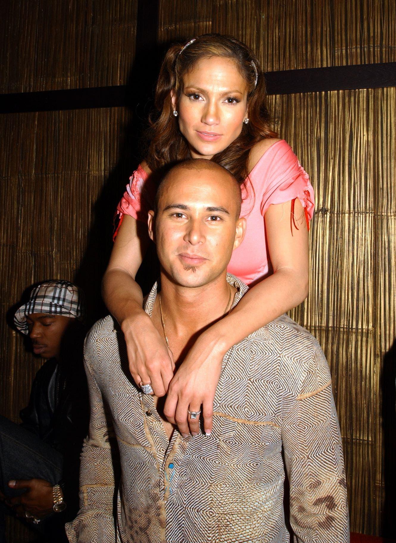 جينيفر مع خطيبها كريس جود