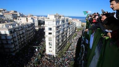 الجزائر.. تظاهرات حاشدة تطالب برحيل رموز النظام