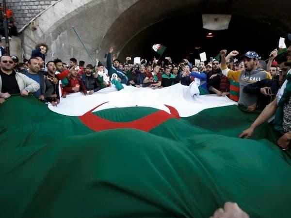 قيادي جزائري: لن نخلي الشوارع إلا بعد تحقيق المطالب