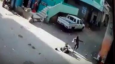"""فيديو لطفلة تسقط في فتحة """"مجاري"""" يثير الغضب في مصر"""