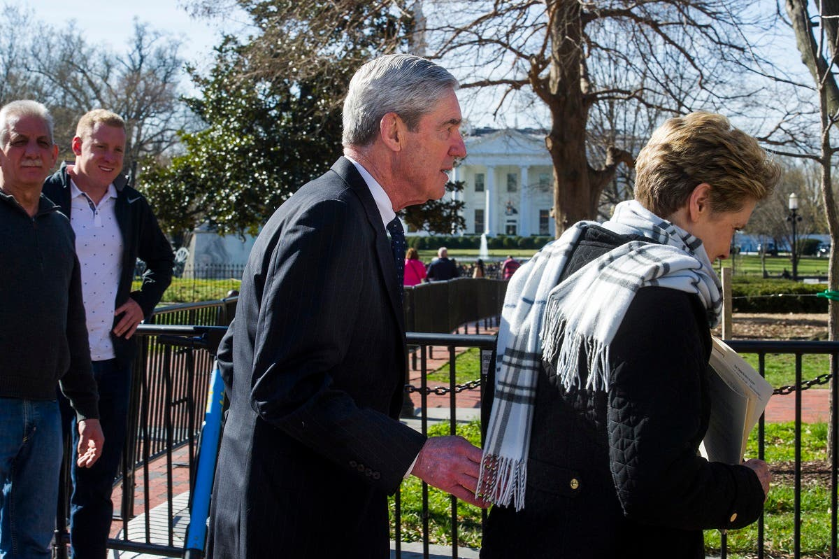 Special Counsel Robert Mueller, and his wife Ann, pass the White House as they walk to their car. (AP)
