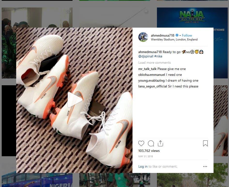 """أحمد موسى نشر صورة أحدى الأحذية الجديدة التي حصل عليها من """"نايكي"""""""