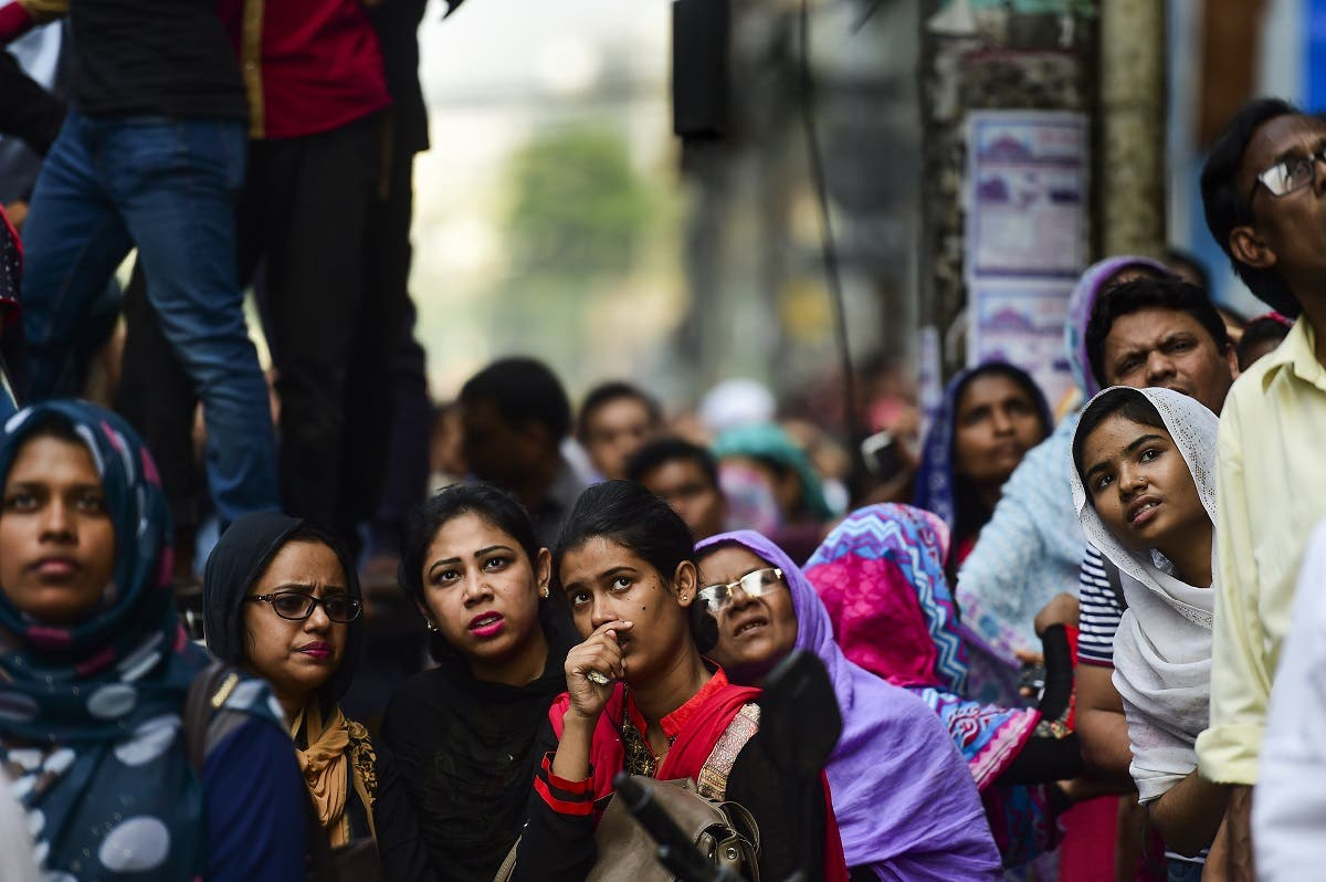 Bangladeshi onlookers gather around during a blaze in an office building in Dhaka on March 28, 2019. (AFP)