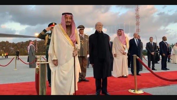 الملك سلمان يصل تونس في زيارة رسمية