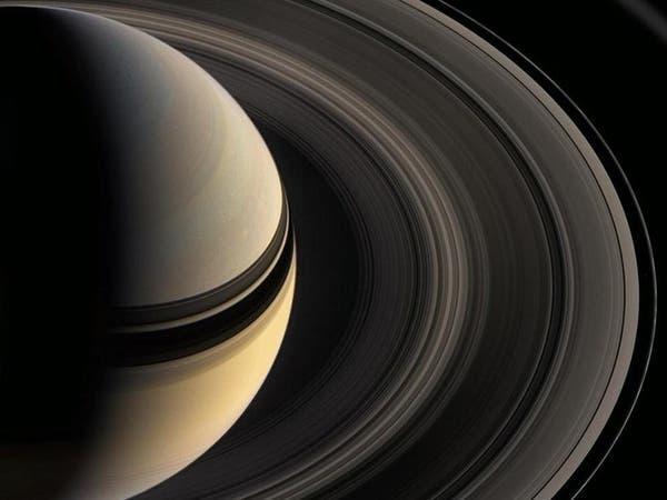 معلومات جديدة عن الأقمار الواقعة بين حلقات كوكب زحل