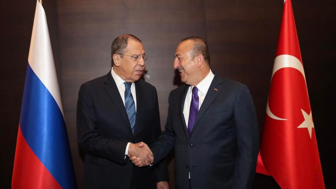 Turkish Foreign Minister Mevlut Cavusoglu (R) shaking hands with his Russian counterpart Sergei Lavrov during their meeting in Antalya on March 29, 2019. (AFP)