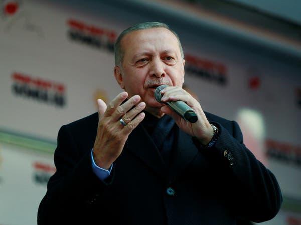 ذي إيكونوميست: أردوغان يهاجم تجار الخضراوات ليشتت الناخبين بعيداً عن الاقتصاد
