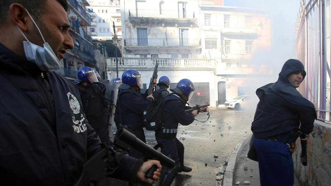 Anti-riot police officers clash with people protesting to demand the resignation of President Abdelaziz Bouteflika, in Algiers, Algeria March 29, 2019. (Reuters)