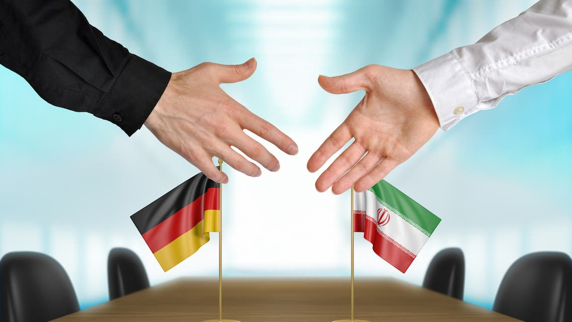 Germany and Iran diplomats agreeing on a deal - Stock image
