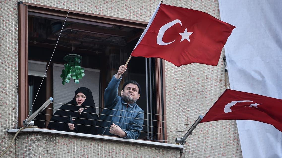 مؤيدان لأردوغان
