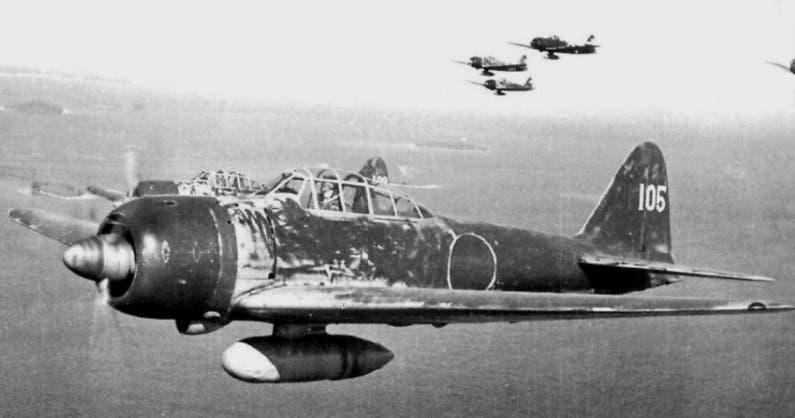 صورة لطائرة يابانية زيرو خلال تحليقها قرب جزر سليمان
