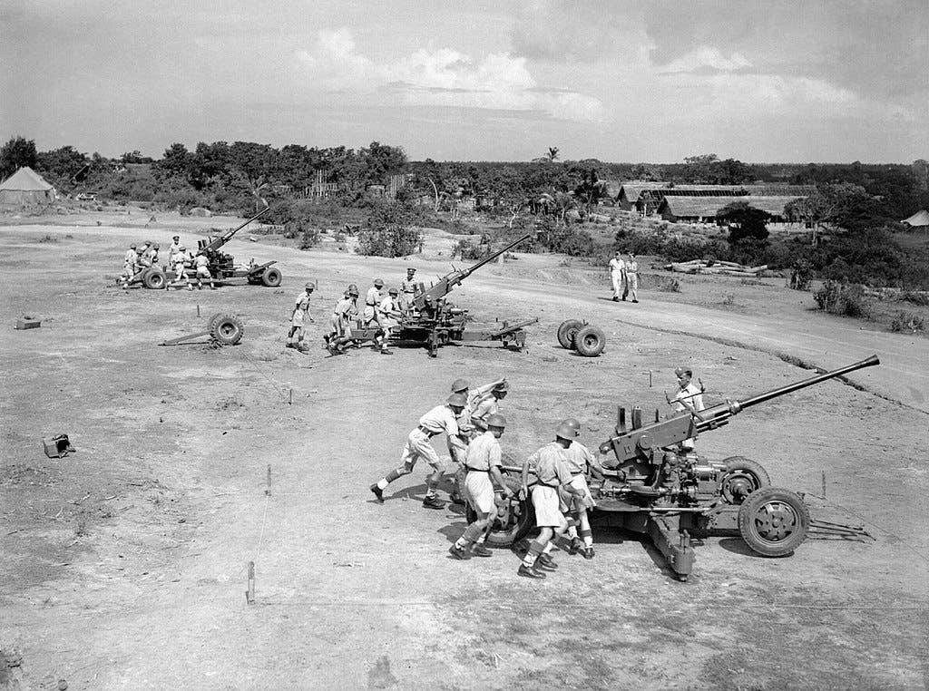 صورة لجانب من الدفاعات الجوية البريطانية بسيلان والتي تعرف بسريلانكا حاليا