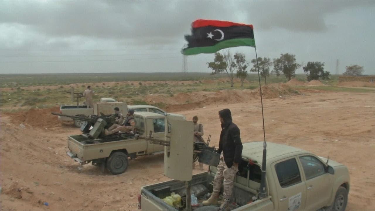 دارالحکومت  طرابلس کے نواح میں تعینات  لیبی فوجی ۔