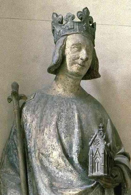 تمثال يجسد وريث العرش شارل الخامس
