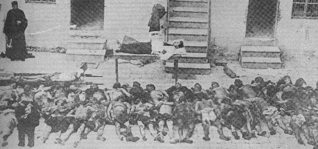 صورة لجثث عدد من الأرمن عقب اعدامهم من قبل العثمانيين سنة 1918