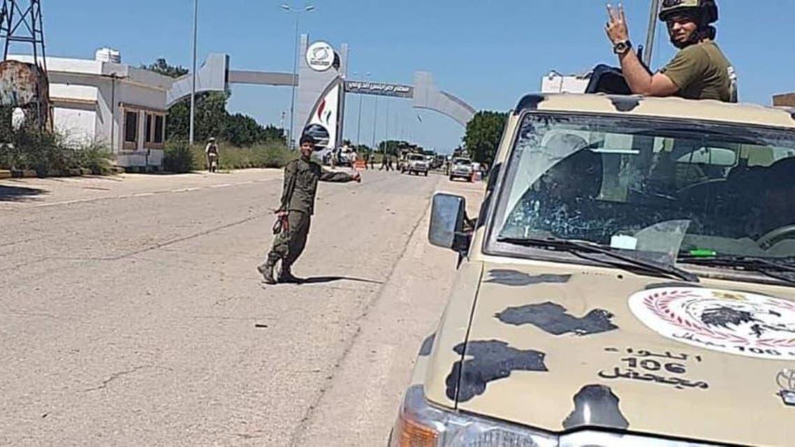 الجيش الوطني الليبي داخل مطار طرابلس