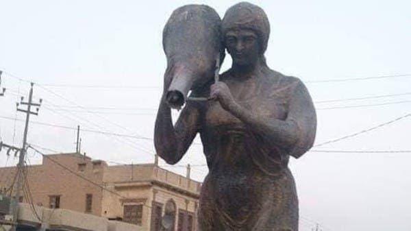 """""""أم سوادي"""" تثير ضجة في العراق.. تغطية تمثال حزناً!"""