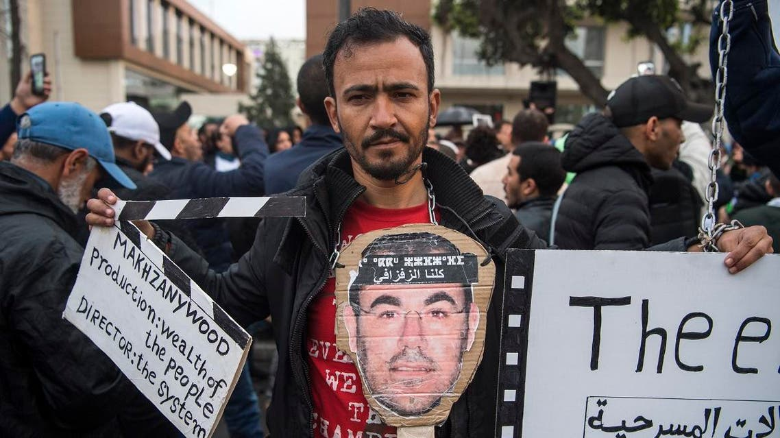 Supporters of Morocco's al-Hirak al-Shaabi movement hold placards and shout slogans calling for the release of the movement's members outside the Casablanca Court of Appeals during their trial on April 5, 2019. FADEL SENNA / AFP