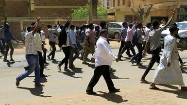 ارتفاع قتلى احتجاجات السودان لـ6.. والبشير يجتمع مع قادة الجيش
