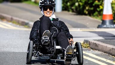 سعودية قهرت المرض والإعاقة والعمى الجزئي لتتسلق الجبال