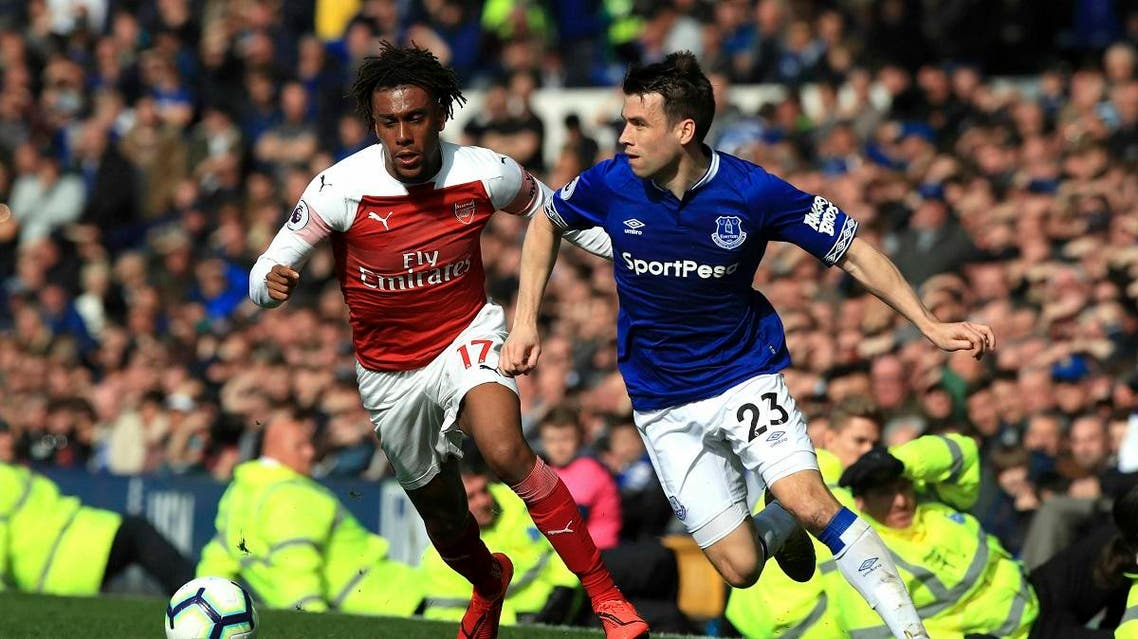 Arsenal's Alex Iwobi, left, and Everton's Seamus Coleman battle for the ball during their English Premier League soccer match at Goodison Park, Liverpool, England, Sunday, April 7, 2019. (AP)