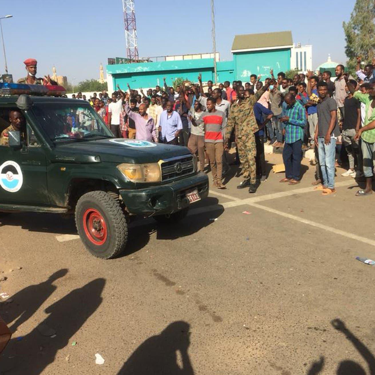 السودان.. الأمن يحاول فض اعتصام والجيش يتدخل