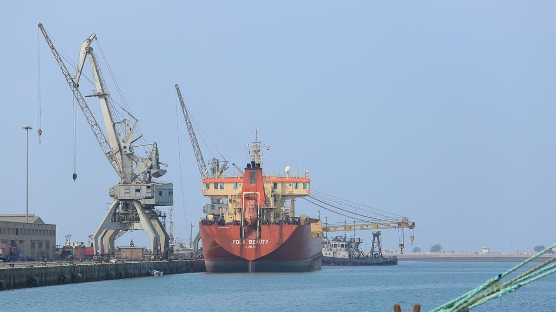 FILE PHOTO: A ship unloads a cargo of fuel at the port of Hodeida, Yemen April 1, 2018. Picture taken April 1, 2018. REUTERS/Abduljabbar Zeyad/File Photo