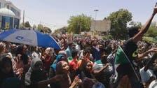 کرفیو کے باوجود سوڈان میں فوج کے کمانڈ ہیڈ کوارٹر کے باہر ہزاروں افراد کا دھرنا جاری