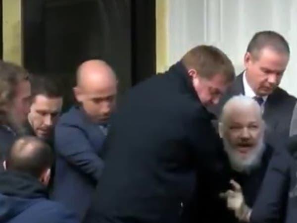 شاهد لحظة اعتقال أسانج مؤسس ويكيليكس في لندن
