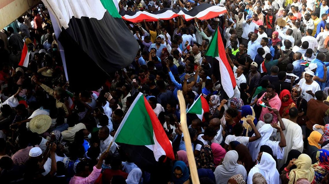 Sudanese demonstrators wave their national flag as they attend a protest rally demanding Sudanese President Omar Al-Bashir to step down outside the Defence Ministry in Khartoum, Sudan April 11, 2019.(Reuters)