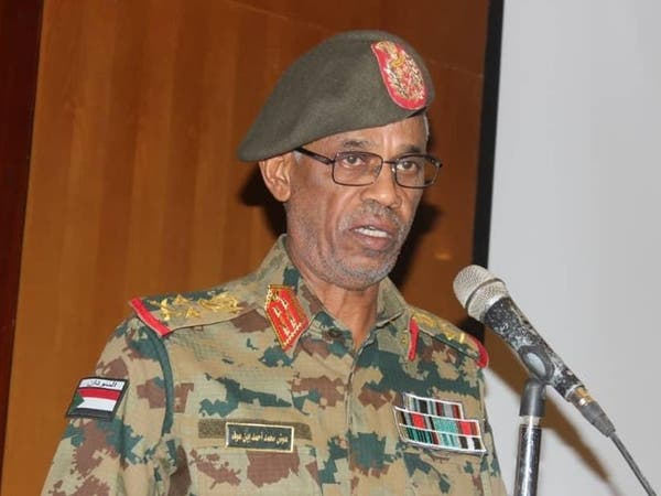 من هو وزير الدفاع السوداني الذي أعلن عزل البشير؟