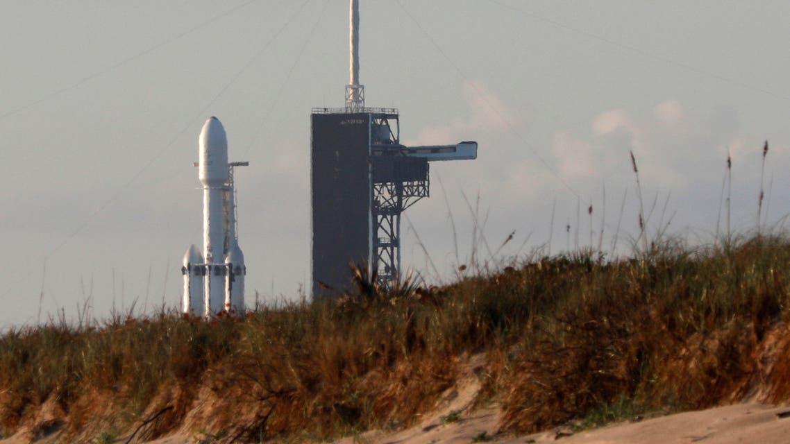 الصاروخ سبيس إكس فالكون هيفي