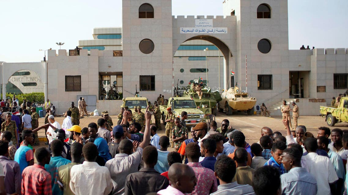Sudanese demonstrators gather to protest against the army's announcement that President Omar al-Bashir would be replaced by a military-led transitional council, outside the Defence Ministry in Khartoum, Sudan April 12, 2019. REUTERS/Stringer NO RESALES. NO ARCHIVES