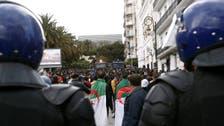 الجزائر.. هدوء نسبي في التظاهرات بعد مواجهات مع الأمن