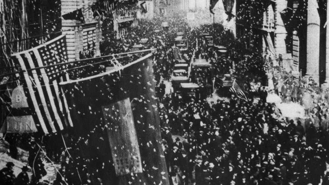 صورة تبرز الأجواء الاحتفالية بمدينة نيويورك عقب رواج الخبر الكاذب حول نهاية الحرب