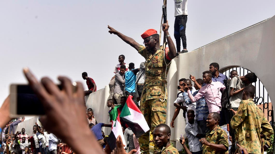 Members of the Sudanese military gather in a street in central Khartoum on April 11, 2019. (AFP)