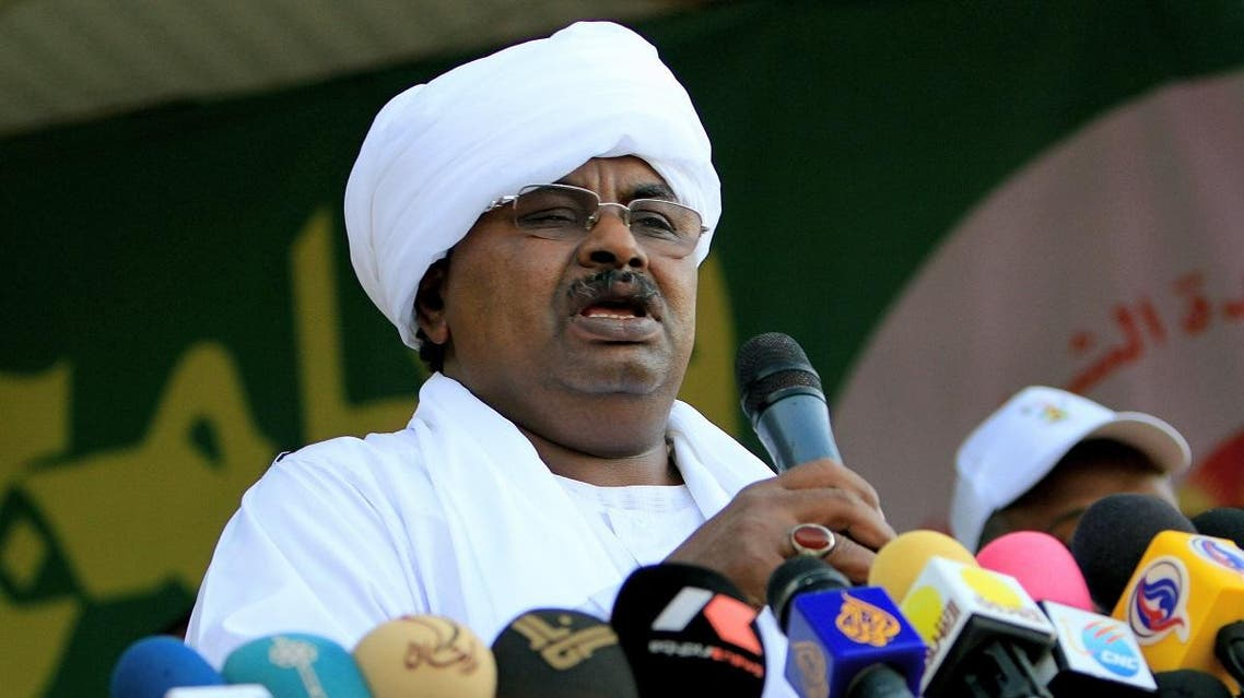 "Salah Gosh, ex-chief of security now advisor to Sudanese President Omar al-Bashir, gives a speech during a mass wedding of some 1000 couples in what has been dubbed the ""Marriage of Unity"" on November 13, 2010. (AFP)"